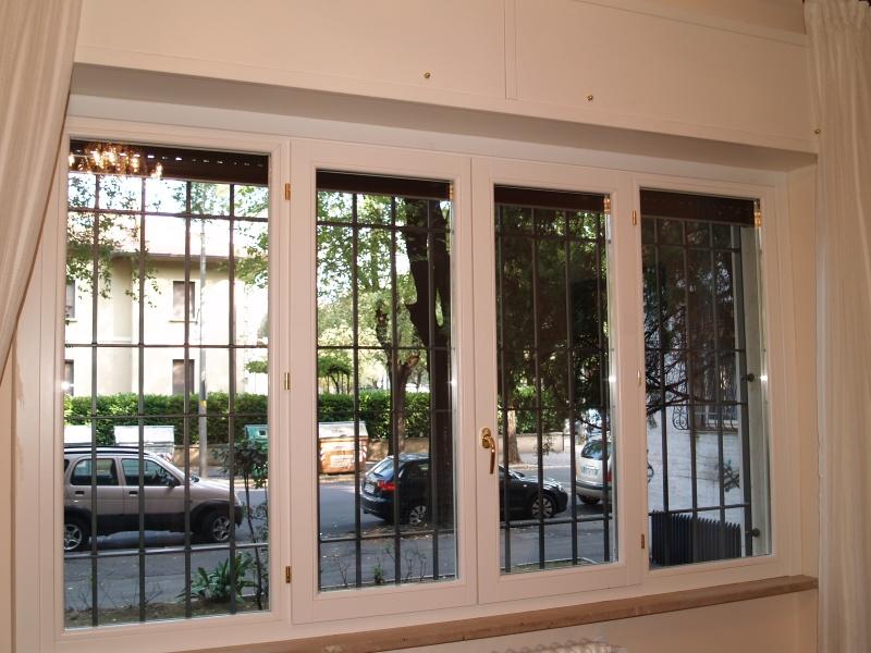 Serramenti e finestre in legno vero che anche quando sono nuove nel tempo richiedono molta - Manutenzione finestre in legno ...