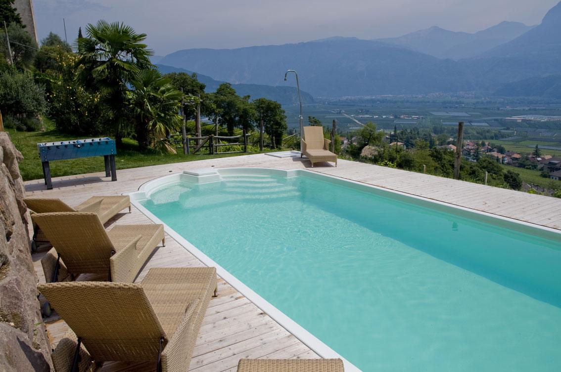 Come mantenere limpida e cristallina l 39 acqua della piscina for Acqua per piscine