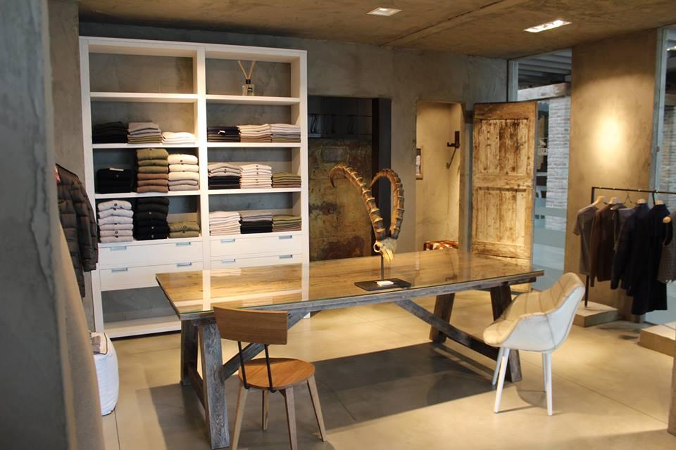 Al Centro Veneto del Mobile un negozio di abbigliamento cashmere ...