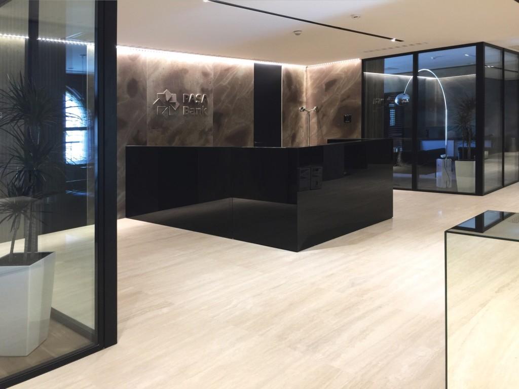 Le pareti in vetro per un ufficio moderno e funzionale for Ufficio stampa design