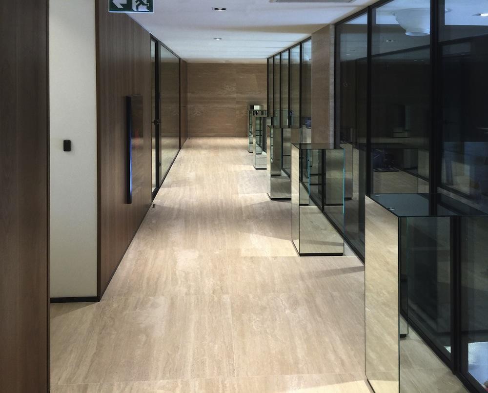 Ufficio Moderno Sa : Le pareti in vetro per un ufficio moderno e funzionale: anche pasha
