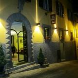 Vacanza in palazzo medievale nel castello di Montecarlo