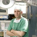 Primo intervento chirurgico di posizionamento di impianti zigomatici