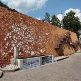8 nuove cataste d'autore a Mezzano di Primiero, borgo trentino dove le cataste di legna diventano opere d'arte