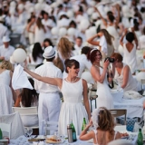 A Torino tutti in bianco per la cena