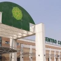 Il Centro commerciale Setteponti  festeggia  il 16° compleanno con  gli sbandieratori della Giostra del Saracino