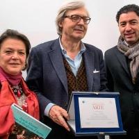 Al Museo Casa Natale D'Annunzio il prof. Vittorio Sgarbi consegna una prestigiosa targa di riconoscimento alla soprintendente Lucia Arbace