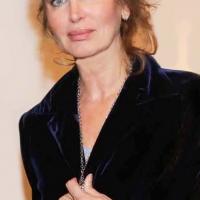 """Milano Art Gallery: Gioiello """"My Angel"""" dell'artista Claudia Carducci donato alla famosa attrice Dalila Di Lazzaro per sostenere gli orfani del Kenya"""