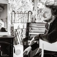 GUARDARE LE STELLE NON È COME LEGGERE IL GIORNALE: il secondo singolo di Stefano Vergani in rotazione radiofonica