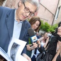 """Venezia, Milano Art Gallery: il noto critico Vittorio Sgarbi ospite straordinario al vernissage di """"Pro Biennale"""""""
