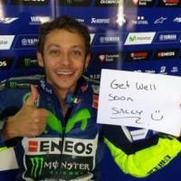 atleticanotizie-Valentino Rossi incoraggia Sally Pearson dopo il suo spaventoso infortunio al Golden Gala