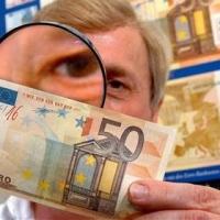 Solo un rilevatore di banconote false può proteggere gli incassi
