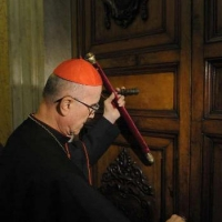 Cardinal Bertone al Salone di Torino: