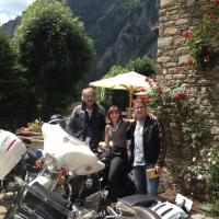 La sosta giusta per i motociclisti innamorati dei tornanti: l'Auberge de La Maison di Courmayeur