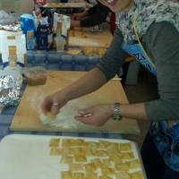 """""""Mani in pasta"""" con nonna Matilde: a Giulianello rivive l'antica arte della pasta fatta a mano"""