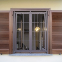 Inferriate di sicurezza: solidità e bellezza di grate per porte e finestre per sentirsi più sicuri.