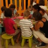 I bambini costruiscono la propria rificolona