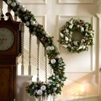 La casa delle feste: scale per interni illuminate