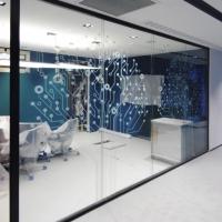 Le pareti in vetro per un ufficio moderno e funzionale: anche Pasha Bank ha scelto Zi Creative.