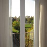 Fastidiosi spifferi che entrano in casa dalle finestre: quali soluzioni?