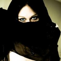 FASHION WEEK 2016 - Un Transgender indosserà il provocante Burqa della stilista iraniana Bahar Primavera, si scatena il Web