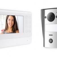 Nuovo Videocitofono Thomson:  tasti sensibili, badge RFID e SMARTBRACKET brevettato