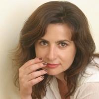 #ChiAmalaParola  In Vibra, a Ravenna, l'attrice e scrittrice Eleonora Mazzoni è la prima ospite protagonista di una serie di incontri dedicati all'arte della parola.