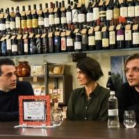 Valeria Solarino ritira il Premio come Miglior attrice all'Asti Film Festival nella categoria