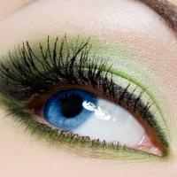 Cosmetica naturale per il contorno occhi