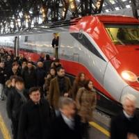 Trenitalia cambia gli abbonamenti per l'Alta velocità. I pendolari: