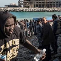 Emergenza migranti, Ue pensa a linea protezione in acque Libia