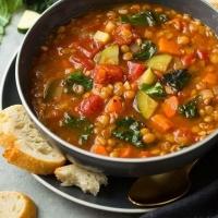 La zuppa di bietole e lenticchie con la ricetta adatta alla cena