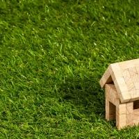 Prezzi degli immobili inferiori alla media nazionale ed ecosistemi urbani sostenibili: ecco le dieci città green in cui conviene acquistare casa