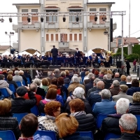 Cassola (VI)- Centinaia di persone al concerto di Enrico Nadai con la Filarmonica Bassanese diretta dal Maestro Davide Pauletto
