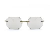 Sovrapposizione, forme irriverenti, libere da condizionamenti: nasce il marchio eyewear made in Italy DADA'