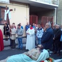 Mariglianella: La Comunità Parrocchiale nella Processione della Via Crucis guidata dal Parroco Don Ginetto De Simone