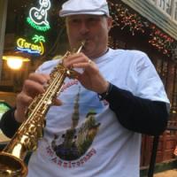 Il musicista Maurizio Saccone da Brusciano in visita alla East Harlem Giglio Society di New York.         (Scritto da di Antonio Castaldo)