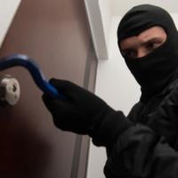 In Italia oltre 600 furti in casa ogni giorno. Nel 40% dei casi i ladri rubano mentre i proprietari sono in vacanza