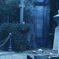Incontro alla Notte: Tour Crepuscolare nel Cimitero di Torino