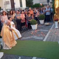 Mariglianella Processione del Corpus Domini con la Comunità Parrocchiale guidata dal Parroco Don Ginetto De Simone.