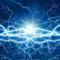 La scoperta e la storia dell'elettricità e la vendita online di materiale elettrico