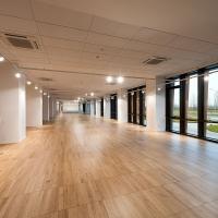 Ultima + di Armstrong Building Products arreda la nuova prestigiosa sede di Twin-Set a Carpi