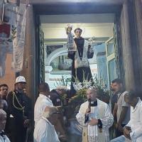 Brusciano: Festa dei Gigli in Onore di Sant'Antonio di Padova. Incipit con la Processione del Santo promossa dalla Comunità Interparrocchiale guidata dal Parroco Don Salvatore Purcaro. (Scritto da  Antonio Castaldo)