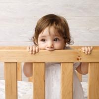 Collezione mobile di TEAM 7: la cameretta in legno naturale a misura di bambino