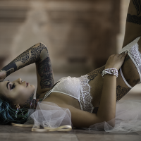 "La ""Suicide Girl"" Felisja Piana interpreta lo stile di Eles Italia nel workshop di Sergio Derosas"