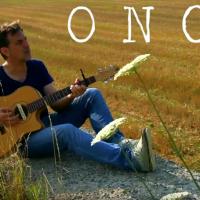 GIANNI PESSINO ispirandosi al musical irlandese ONCE ci regala una canzone in bilico tra malinconia e lucentezza pop