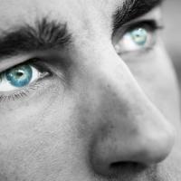 Lenti a contatto multifocali: libertà da tutti gli occhiali da vista