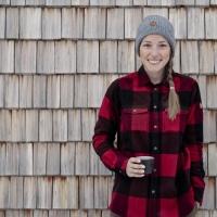 Weekend in baita: l'outfit perfetto per le vacanze sulla neve è firmato Fjällräven