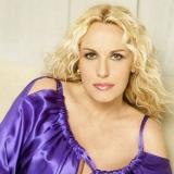 Antonella Clerici -  La sua nuova trasmissione , porta i cuochi in prima serata.