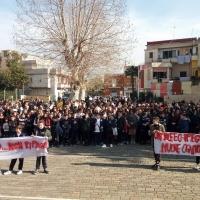 """Brusciano """"Il Silenzio Non Ripaga"""". Piazza XI Settembre riconquistata cantando dagli studenti della """"De Filippo-De Ruggiero"""". (Scritto da Antonio Castaldo)"""